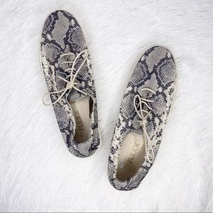THE FLEXX / gray snake print casual sneakers / 10